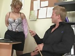 Mature office boss him be thrilled by her unending