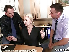 She swallows two cocks be expeditious for work