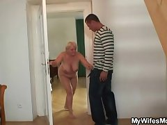 She catches their way man coupled with mom making out together