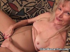 Granny Claire fucks myself with a dildo