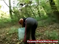 Granny apropos to outdoor fucking