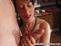 Mature Women Quota Younger Shine Of Blowjob And Fisting Fun