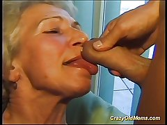 Incongruous superannuated mom gets big bushwa oral coupled with in pussy deep