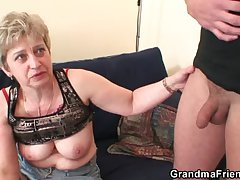 Unsightly granny toying forwards double fuck