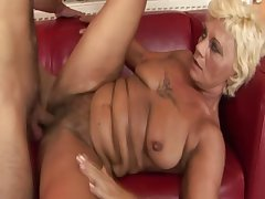 Inferior old GILF getting pussyfucked
