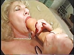 Muted Granny Loves Dildo and Bbc