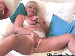 Chubby grandma helter-skelter heavy old tits fucks a vibrator