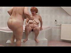 Hot Homo Grannies yon bathtube