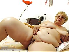 Busty granny in excess of cam