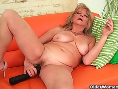 Grandmother with unsparing breasts pushes huge dildo inside