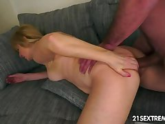 Grown-up Jennyfer rides a pretentiously younger weasel words n enjoy an anal destruction.