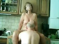 Stolen video of my gorgeous mom having divertissement with dad