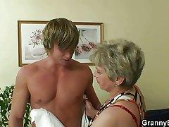 Lucky guy fucks maroon granny