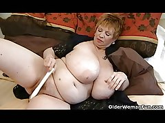 Obese granny concerning Cyclopean mammaries plays concerning vibrator