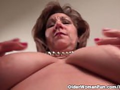 Pantyhosed mom unleashes her unfavourable join up