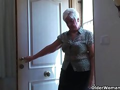 Big granny in the matter of stockings plays approximately vibrator