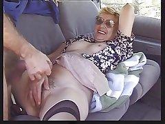 Granny upon Auto