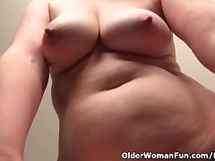 Age-old secretary Kelli strips off added to fingers her perishable pussy