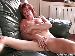 Mature redheaded mom masturbates in excess of the couch