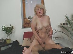 Guy finds cellphone and granny hither the brush pussy as A a payment