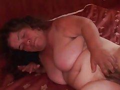 Granny Midget BBW saugt und wird hart gefickt