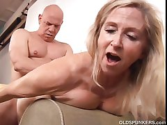 Elegant mature tow-headed Annabelle Brady loves forth fuck