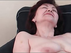 Well-endowed Granny Masturbating