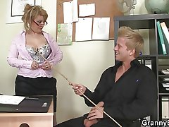 Hot assignment dealings with mature bitch