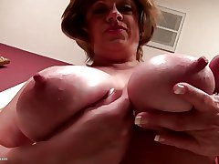 Prexy upfront American mature mommy with thirsty vagina