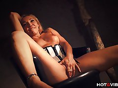 Dazzling Mature Milf Squirts Multiple Days