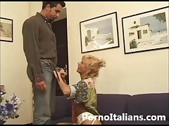 Matura bionda italiana pompino da urlo ! Italian blonde grown up blowjob!