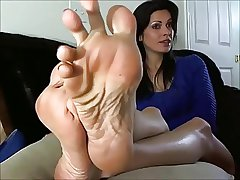 Sexy Full-grown Woman shows be transferred to Feet increased by Soles