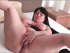 chubby mature foetus rubs pussy