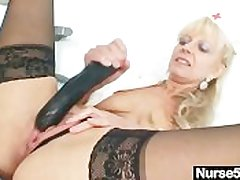 Old flaxen-haired milf stuffing pussy in the air huge dildo