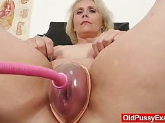 Blondhaired fat milf explored by cunt doctor