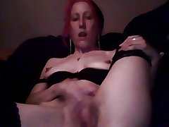 Skinny Mature Lady Masturbating to Scale on Webcam