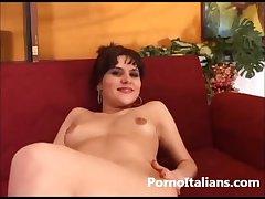 Milf Mora mi si masturba la figa e gode da sola orgasmo ... squirta ditalino