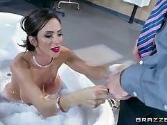 Hot mature Kendra James goes down on Kimmy Granger