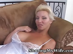 Adult Hottie Opens The brush Pussy For Pleasure