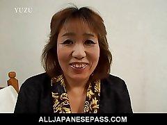 Roasting mature Kiriko Nakamoto