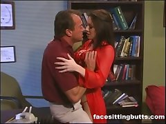 Professional slut fucks her favorite client be beneficial to two hundred lucre